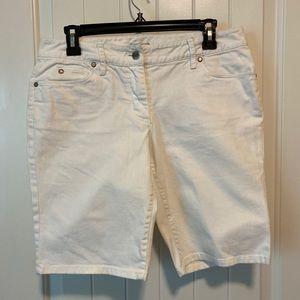 💝 3/$10 Kenneth Cole White Denim Shorts size 6